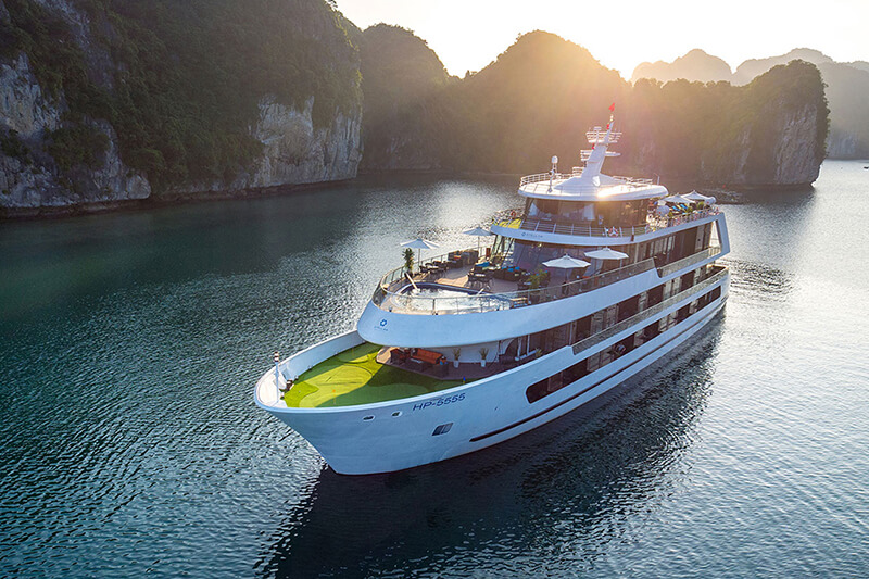Du Thuyen Ha Long Stellar of the Sea 2 Ngay 1 Đem