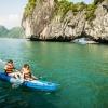 chèo thuyền kayak khám phá vịnh Hạ Long
