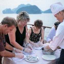 Đặt tour đi du lịch Hạ Long 2 ngày từ Hà Nội - Lớp học nấu ăn